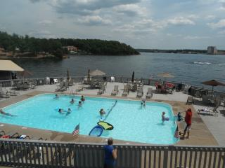 The Getaway - Your Vacation Paradise at the Lake!, Lake Ozark