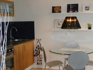 Cosy ap and great view in Reykjavik area & parking, Gardabaer