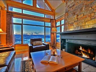 Best Location in Tremblant, Ski In/Out, Steps from Village / 215569