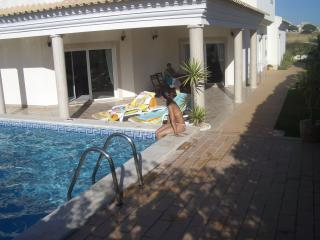 Luxury Villa 5 large suites, snooker, pool heating!