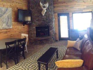 'Nestled Inn'our cozy Ski Mountain Getaway for 10, Granby