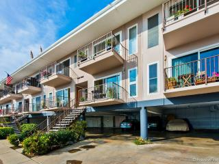 Island Paradise~~Beautiful Condo on Glorietta Bay!, Coronado
