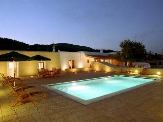 Can Ria, near Playa d'en Bossa and Ibiza Town! Private Pool, Wifi and Aircon.