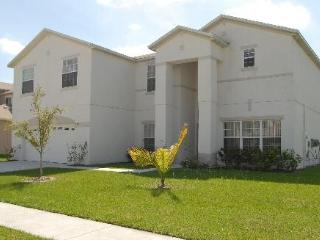 7 Bed Executive Lakeside Villa with pool/games rm, Kissimmee