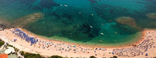 spiaggia sotto casa in agosto