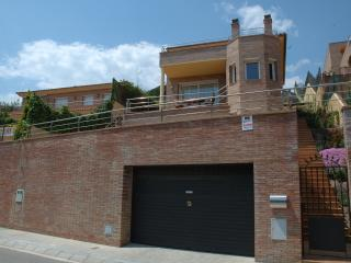 New villa & big private swimming pool, Calella