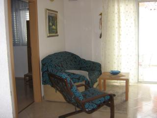 Apartment Perky 2 with AC and WiFi, Baska Voda