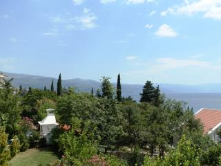 Love Novi 1 for 5 with AC and sea view, Novi Vinodolski