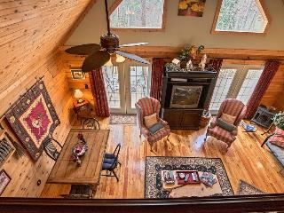 COMFY CABIN (less than 3 miles from TIEC), Tryon