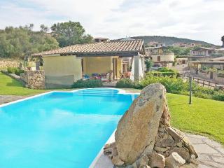 Villa Smeralda con piscina privata vicino al mare, Tanaunella