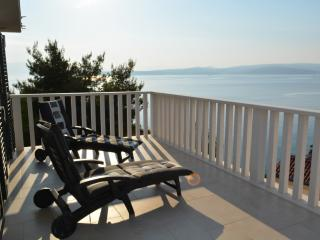 Luxury villa w/ breathtaking sea & mountain views, Stomorska