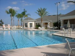 Luxury 2 bedroom condo only 3.5 miles from Disney, Kissimmee