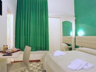 B&B Maison D'Art - Green Room, Sorrento