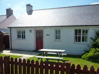 Pembrokeshire Coast Cottage. Beach 200 yards, Broad Haven