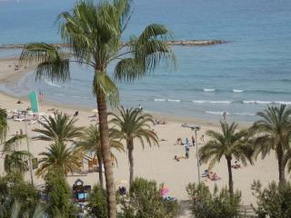 Apartamento frente a la playa en Alicante y garaje