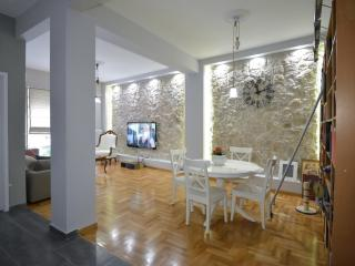 Impressive 2 bedroom apartment in Plaka,Athens