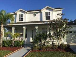 Amazing House 6 Bedrooms + Pool + Spa + Resort, Kissimmee