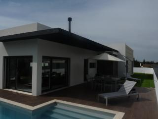 new house in Sesimbra with private pool and garden