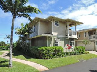 Luxurious quite Princeville condo.Gorgeous Pool!