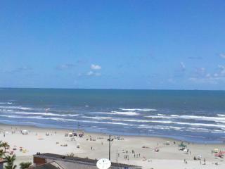 Vista para praia pela sacada.
