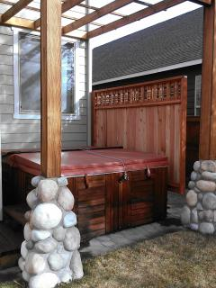 Hot tub, perfect to soak your muscles after skiing or cycling