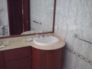 Baño con tina de la Suite presidencial exclusiva!