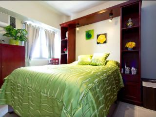 Sleep soundly and comfortably in a queen size bed with fresh hotel quality linens.