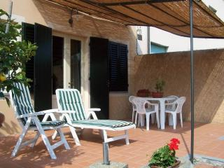 wonderful semi-detached house near Lucca