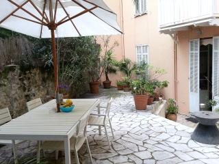 Apartment in 19th century villa in central Cannes