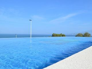(468) Casa Novabeach modern 2 bed apartment Wi-Fi close to beach stunning views