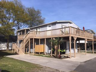 Spacious home in Oceanside Village with Golf Cart!, Surfside Beach