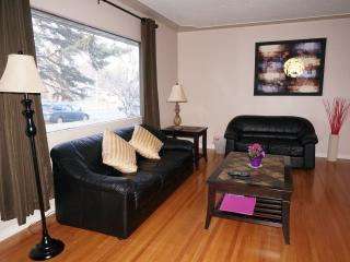6 Bedrooms House Near U of C and LRT, Calgary