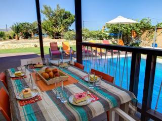 3-bedroom Seaside Villa in Kalives, Kalyves