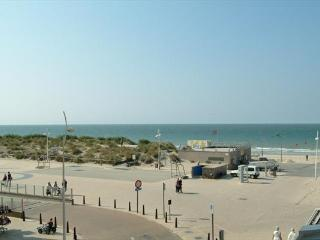 Holiday apartment 7 pers with seaview - Incl private parking, De Panne