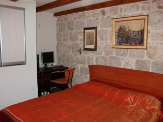 Stone room Luna