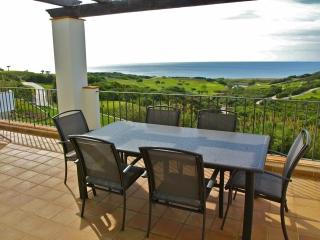 Beautiful apartment overlooking the sea and Golf, Alcaidesa