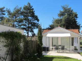 Garden Cottage - very close to the city!, Genève