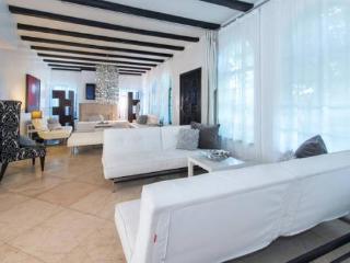 8 Room Lock Out Suite (Al Capone+Oprah), Miami Beach
