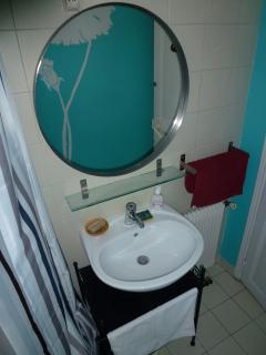 douche et toilette privatives de la chambre d'hôtes