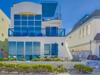 Stunning oceanfront penthouse- glass living room, multiple decks, jacuzzi tub, San Diego