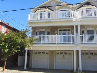 Beautiful Kid-Friendly Condo Close to the Beach!, Wildwood