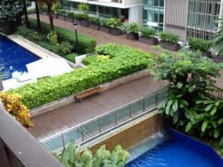 Grand 2BR Apt w/ Balcony View in Upscale Thonglor, Bangkok
