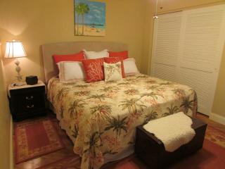 Beach and Nature Preserve. BED & BATH, Fort Myers Beach