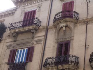 facciata ingresso del palazzo