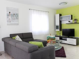 House Damir - 46681-K1, Donji Humac