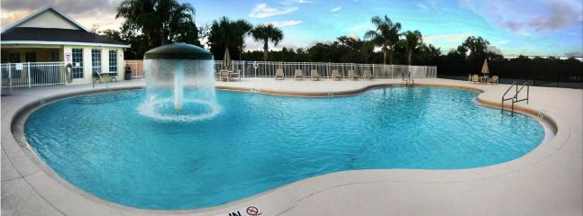 SPACIOUS 8 BR / 4.5 BA WITH PRIVATE POOL/THEATER ROOM/FREE WIFI