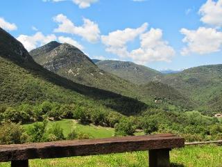 Las vistas del otro lado de valle, con los pirineos al fondo