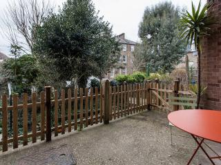 Peaceful garden flat, nice location, London