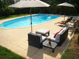 Nice apartment for rent, swimming pool, near beach, La Garde