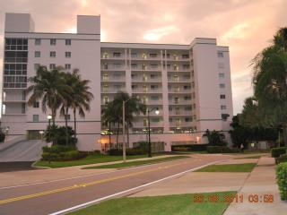 Miami Beach, Sunny Isles, 2 BR, Waterfront Condo